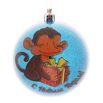 Новогодний шар ″Обезьянка с подарком″ 8см купить оптом и в розницу