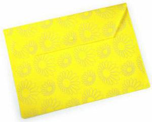 """Папка-конверт с кноп. А4 0,18мм Бюрократ пластик., непрозрач. глянц. с рисун. """"Ромашки"""" желтая купить оптом и в розницу"""