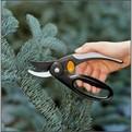 Секатор плоскостной с петлей для пальцев P44 (111440) FISKARS купить оптом и в розницу