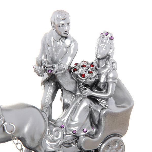 Статуэтка ″Влюбленная пара в карете″ 12,5*14,5см KF1023 купить оптом и в розницу