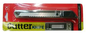 Нож канцеляр.большой YIWU 18мм усилен., карт. бл. купить оптом и в розницу