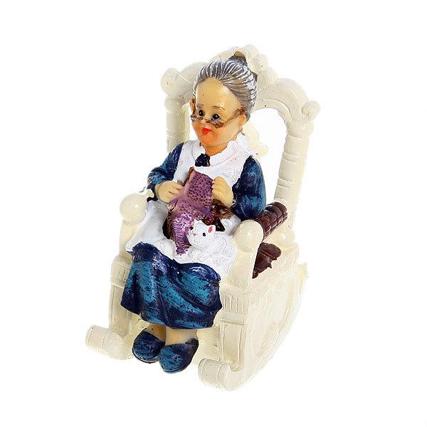 Фигурка ″Семья″ Бабушка за вязанием 9,5*8см L500423 купить оптом и в розницу